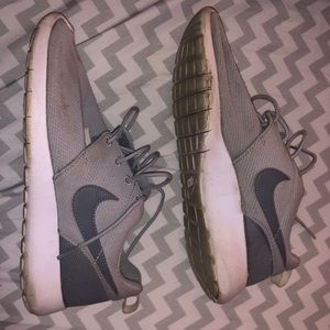 Used Gray Nike Roshe 5.5 W condition: worn